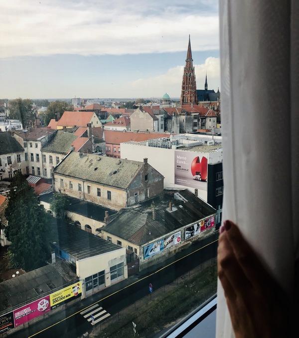 S prozora  Foto: Bernarda Čepo  Ključne riječi: Konkatedrala Prozor Grad Zgrade Kuce
