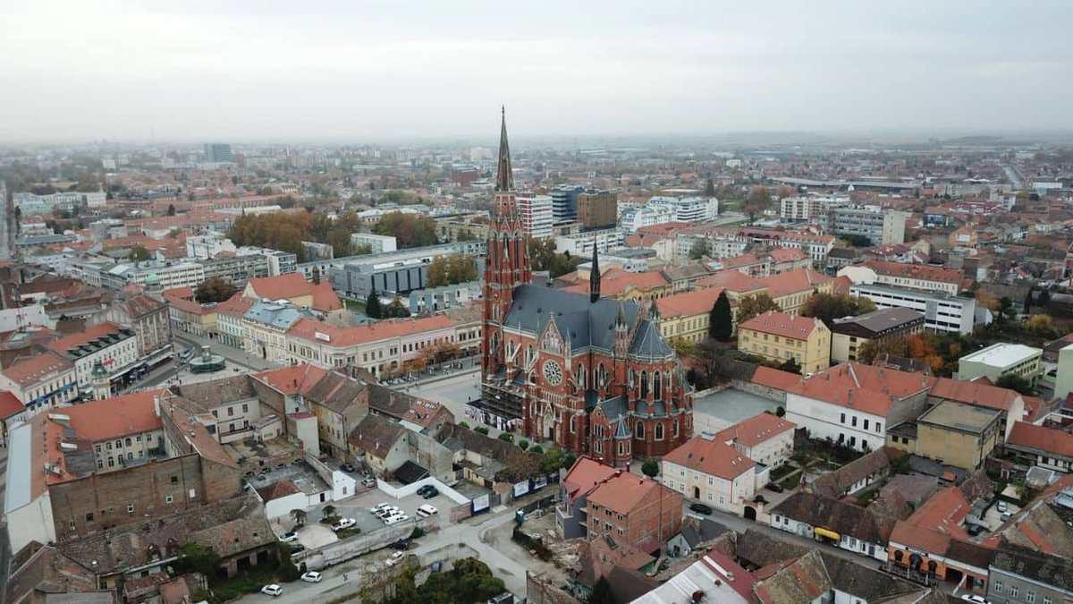 Pozdrav iz zraka  Foto: Vedran Ivandija  Ključne riječi: Grad Konkatedrala Priroda Zgrade Gradevine