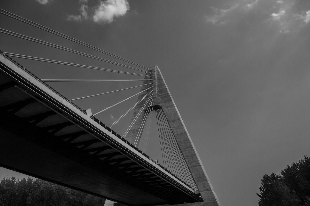 Ispod mosta  Foto: Bojan Mihevc  Ključne riječi: Most Oblaci