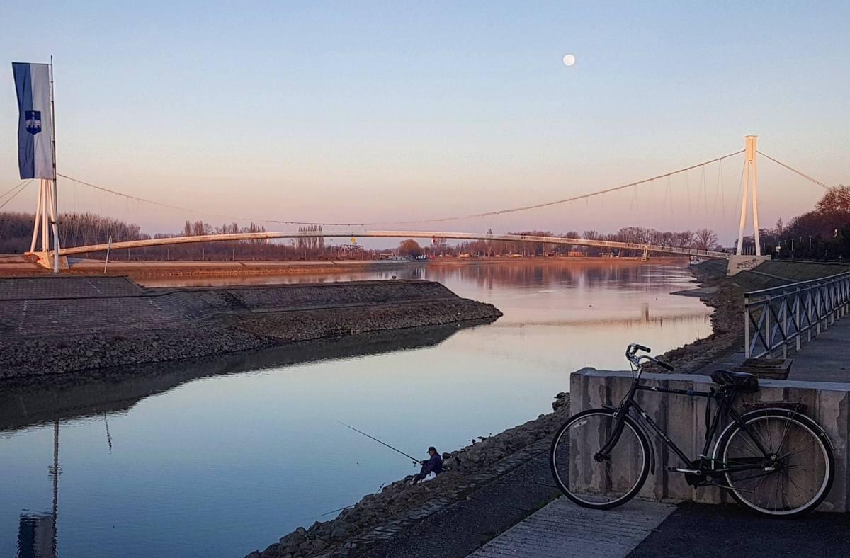 Odmor  Foto: Igor Majdiš  Ključne riječi: Bicikl Drava Most