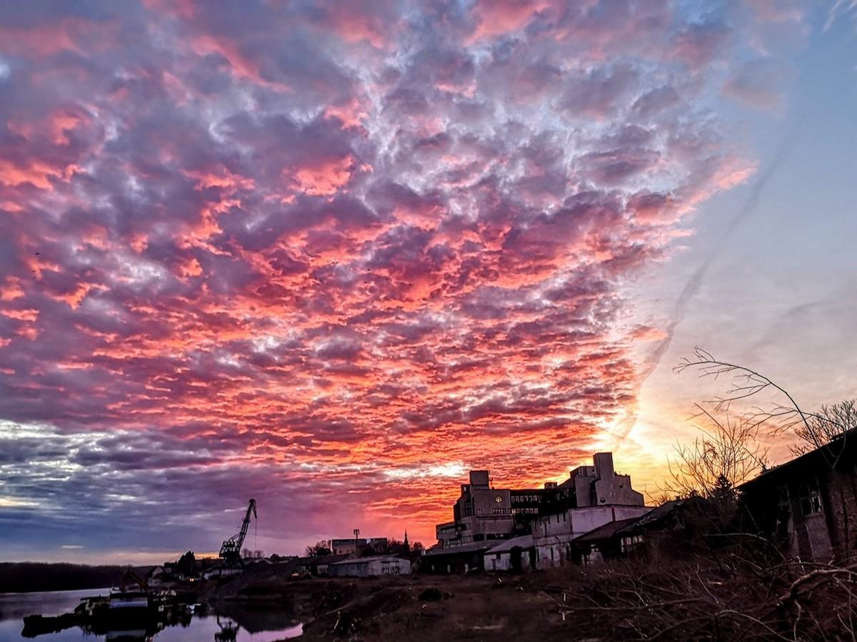 Nebo  Foto: Jakov Matković  Ključne riječi: Nebo Priroda Oblaci