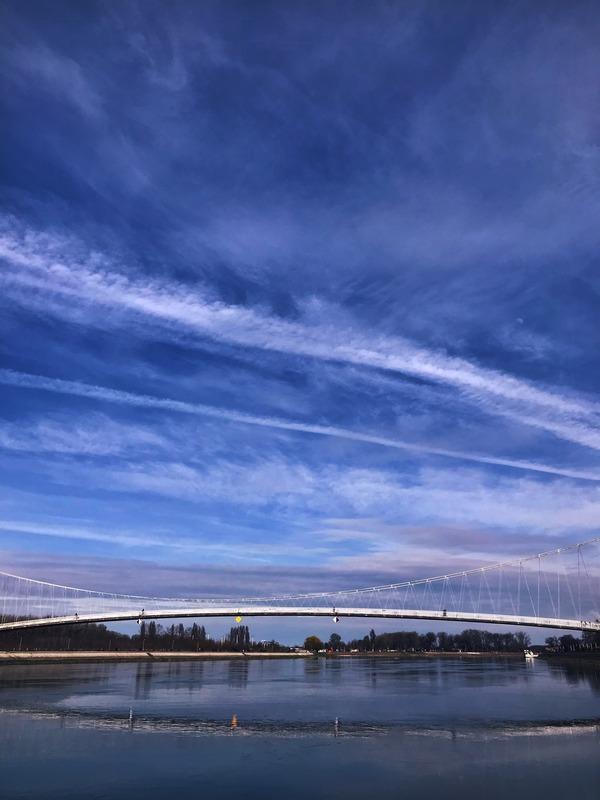 Osječko nebo  Foto: Ines Rašić  Ključne riječi: Nebo Most Oblaci Drava Priroda