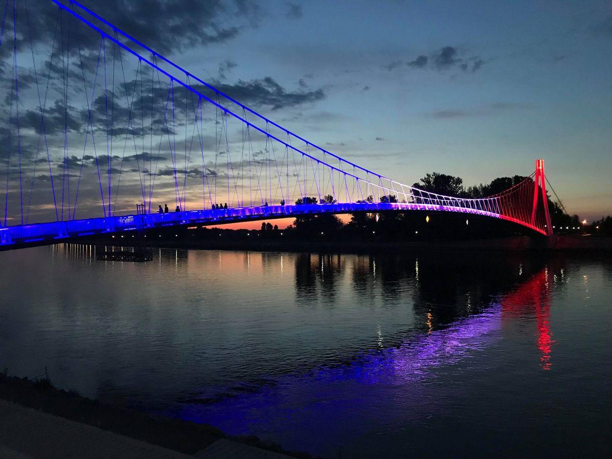 Pješački most  Foto: Antonela Martinčević  Ključne riječi: Pjesacki most Boje Drava Vecer