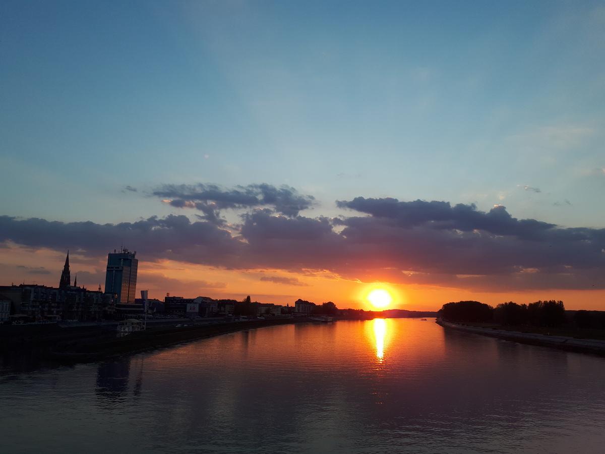 Osječki zalazak  Foto: Ivana Pfeifer  Ključne riječi: Zalazak Drava Sunce