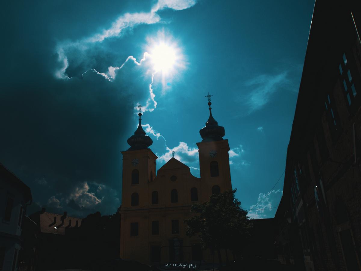 Sunce se probija kroz oblake  Foto: Mihovil Pintarić  Ključne riječi: Tvrda Crkva Sunce Oblaci Priroda