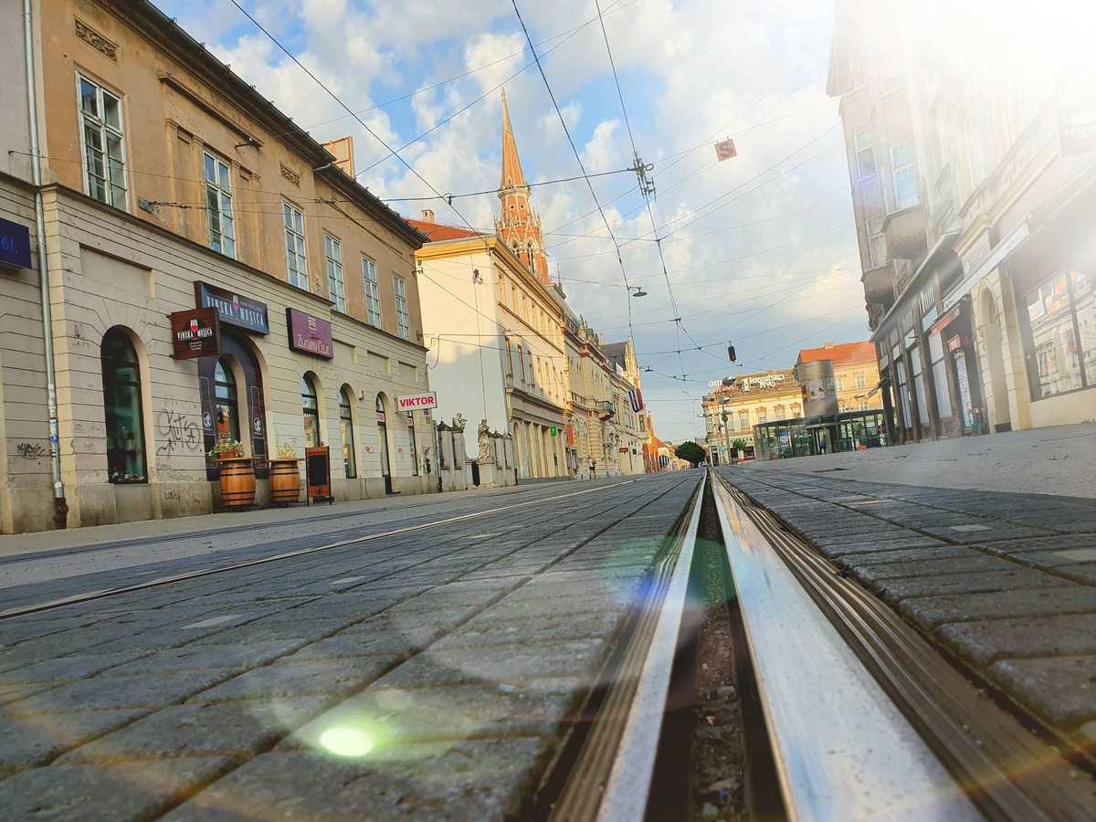 Korzo  Foto: Slaven Pavlović  Ključne riječi: Korzo Tracnice Sunce