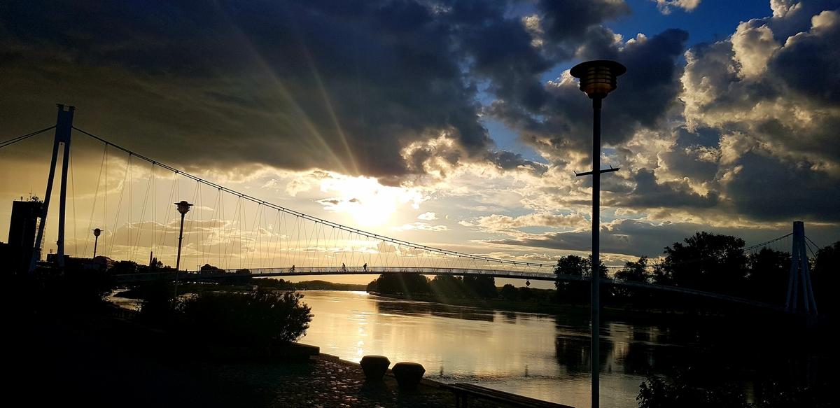 Zalazak  Foto: Antonio Fuglinski   Ključne riječi: Drava Most Priroda