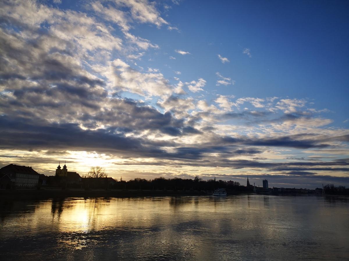 Oblaci  Foto: Josipa Mandić  Ključne riječi: Drava Grad Tvrda Oblaci Priroda