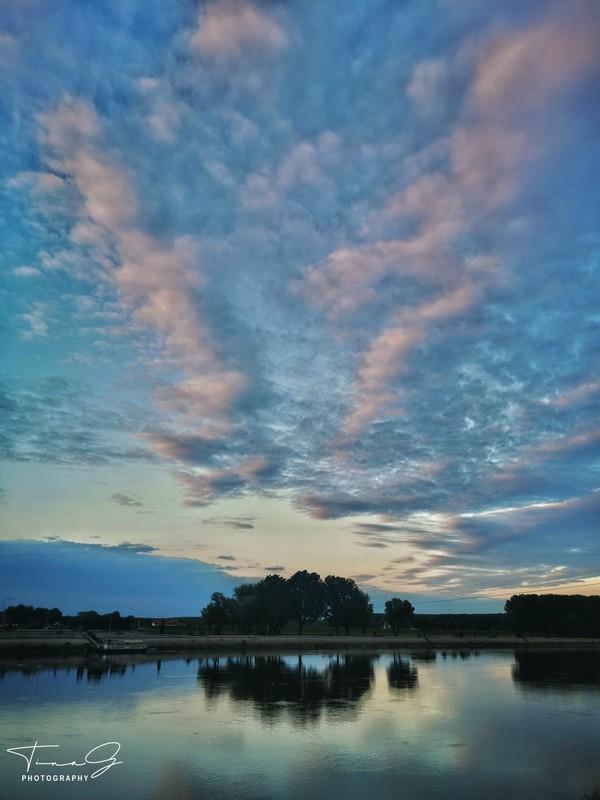Oblaci  Foto: Tina Glasnović  Ključne riječi: Oblaci Priroda Drava