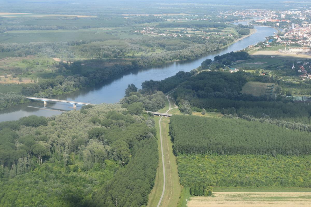 Zelenilo  Foto: Lovro Šilović  Ključne riječi: Priroda Most Drava