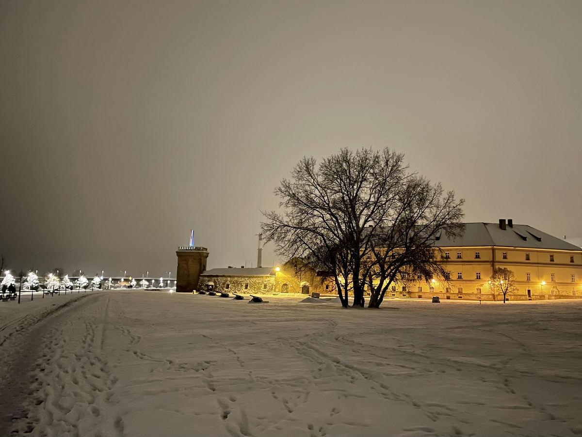 Snježna Tvrđa  Foto: Karlo Tomac  Ključne riječi: Snijeg Zima Tvrda Promenada Bastion