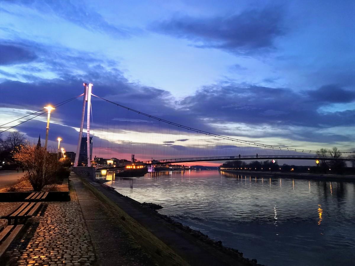 Oblaci  Foto: Mirta Salaj  Ključne riječi: Pjesacki most Boje Drava Vecer