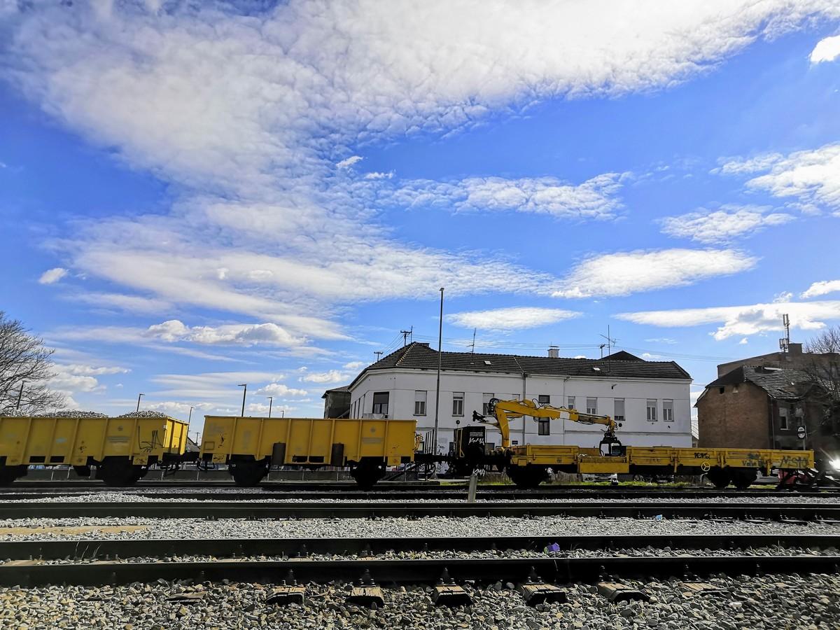 Željeznička pruga  Foto: Mirta Salaj  Ključne riječi: Vagon Pruga Nebo Oblaci