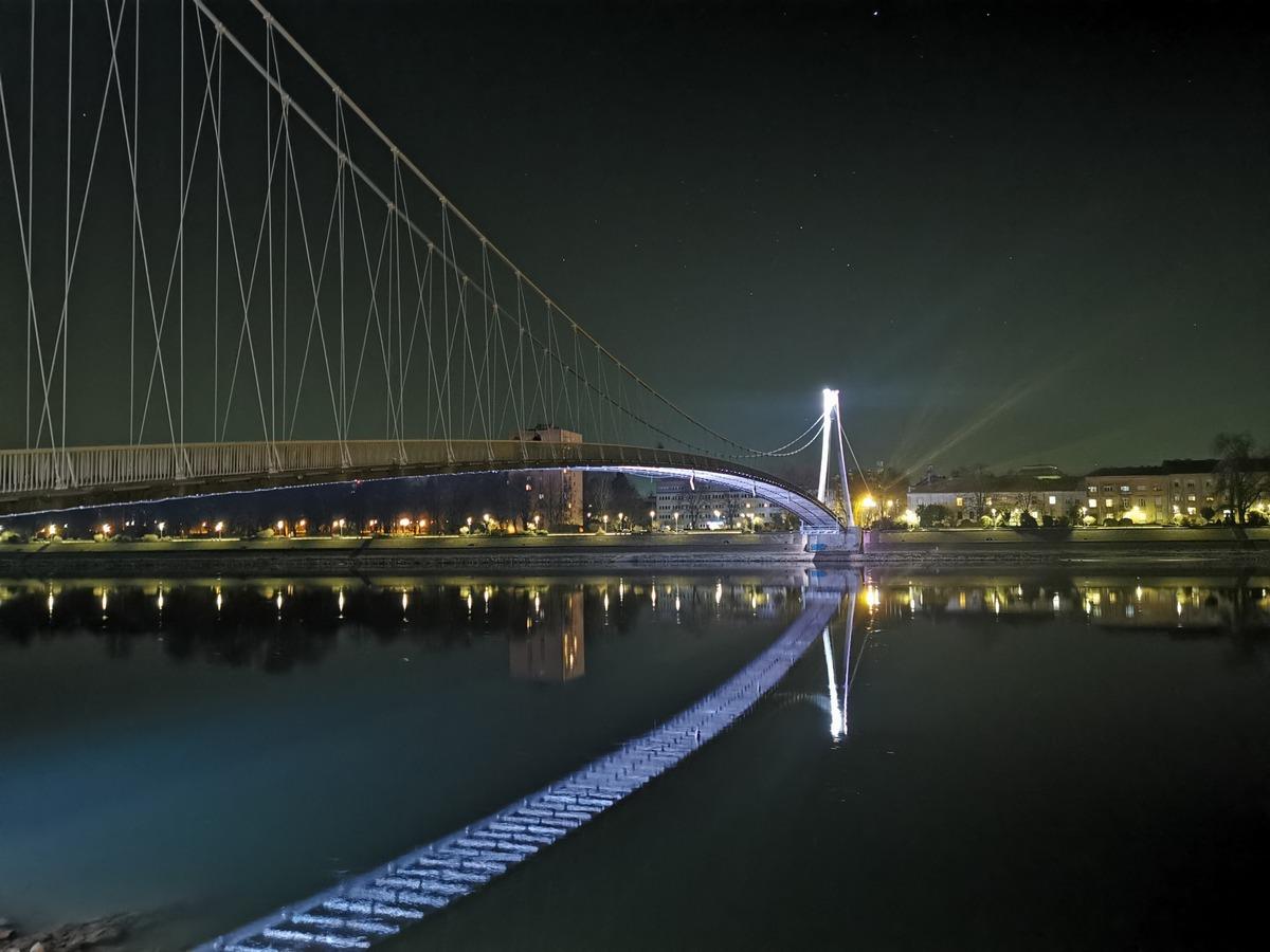 Pješački most  Foto: Josip Brkić  Ključne riječi: Pjesacki most Boje Drava Vecer