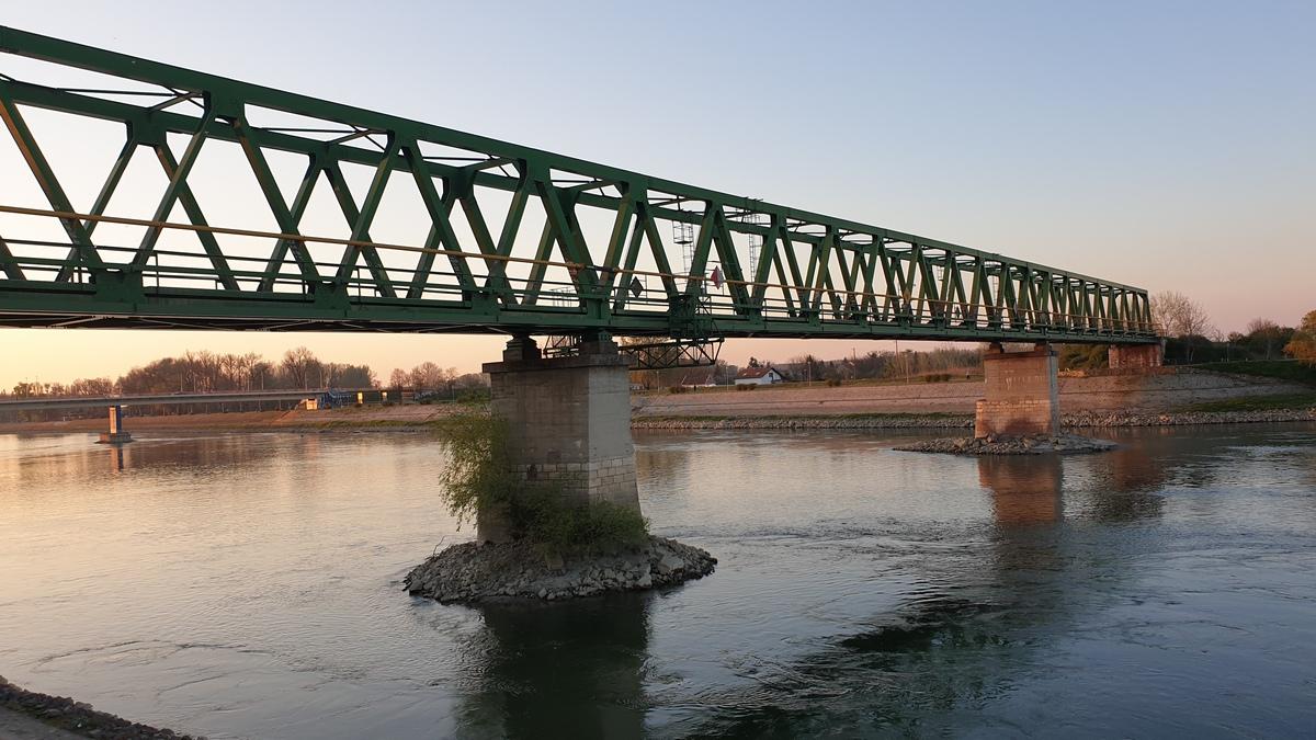 Željeznički most  Foto: Dominik Kokanović  Ključne riječi: Zeljeznicki most Drava