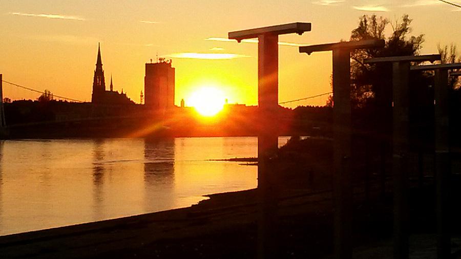 Još jedan zalazak..  Foto: Olivera Knežević  Ključne riječi: zalazak sunca suton drava trim