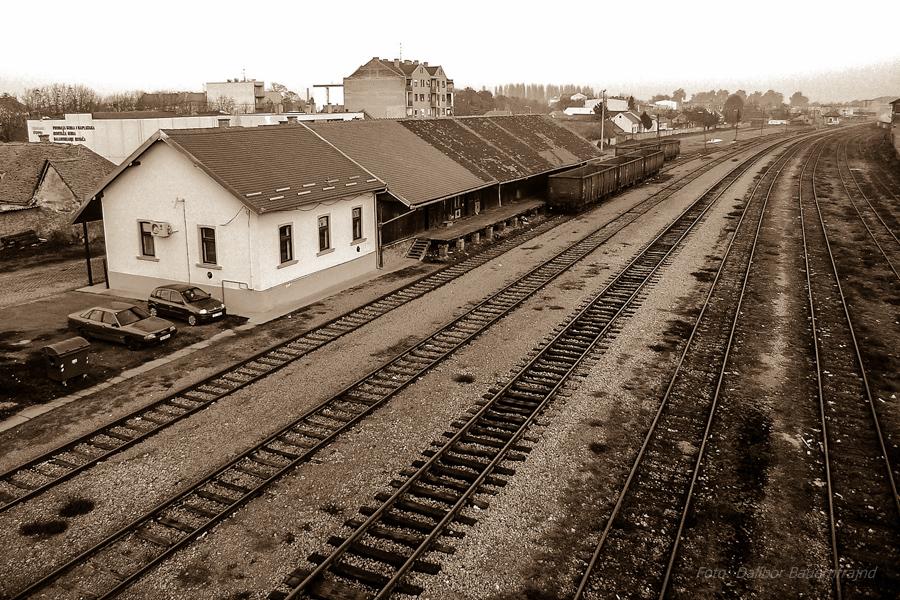 Tračnice..  Foto: Dalibor Bauernfrajnd  Ključne riječi: tracnice vlak pruga sepia