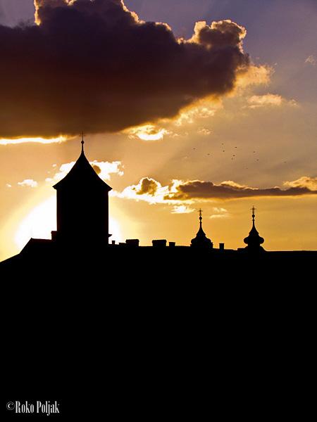 Zalazak iza Tvrđe..  Foto: Roko Poljak  Ključne riječi: zalazak sunca tvrda