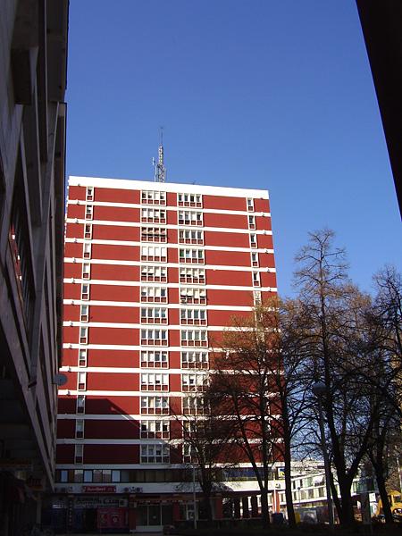 Zgrade u centru  Foto: Lidija Kuna  Ključne riječi: crvena zgrada centar