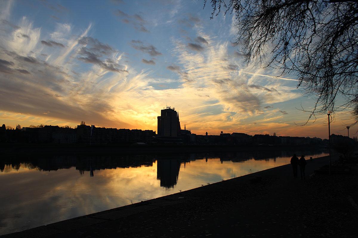 Oblaci nad gradom..  Foto: Antonela Martinčević  Ključne riječi: oblaci grad drava zalazak sunca
