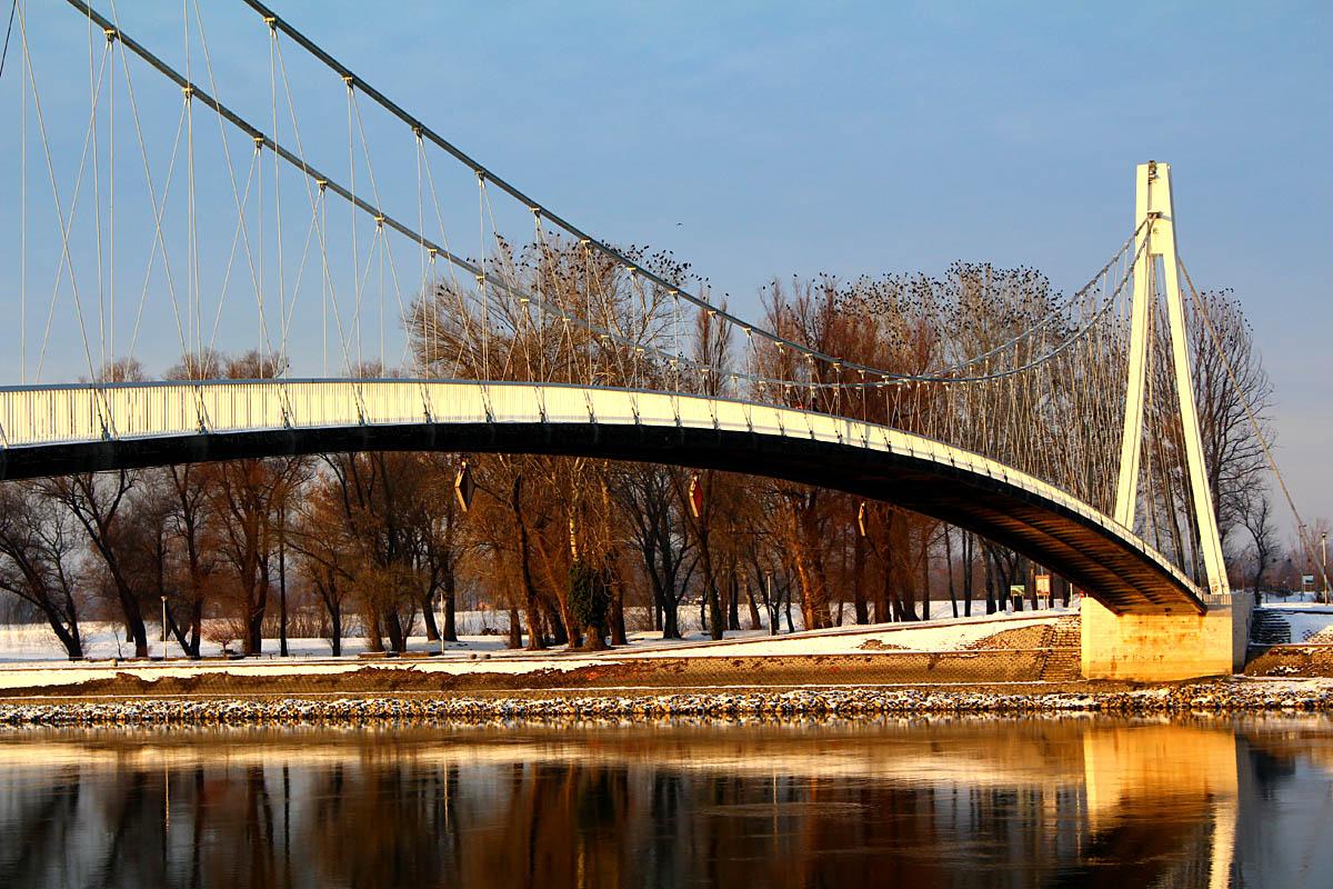 Most  Foto: Iva Farkaš  Ključne riječi: most drava oblaci nebo plavo