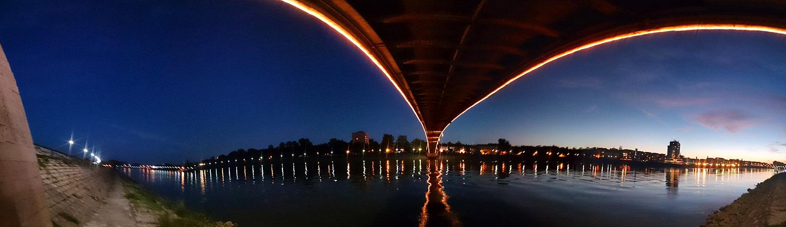 Pod mostom  Foto: Zen Špehar  Ključne riječi: pod mostom panorama mrak drava