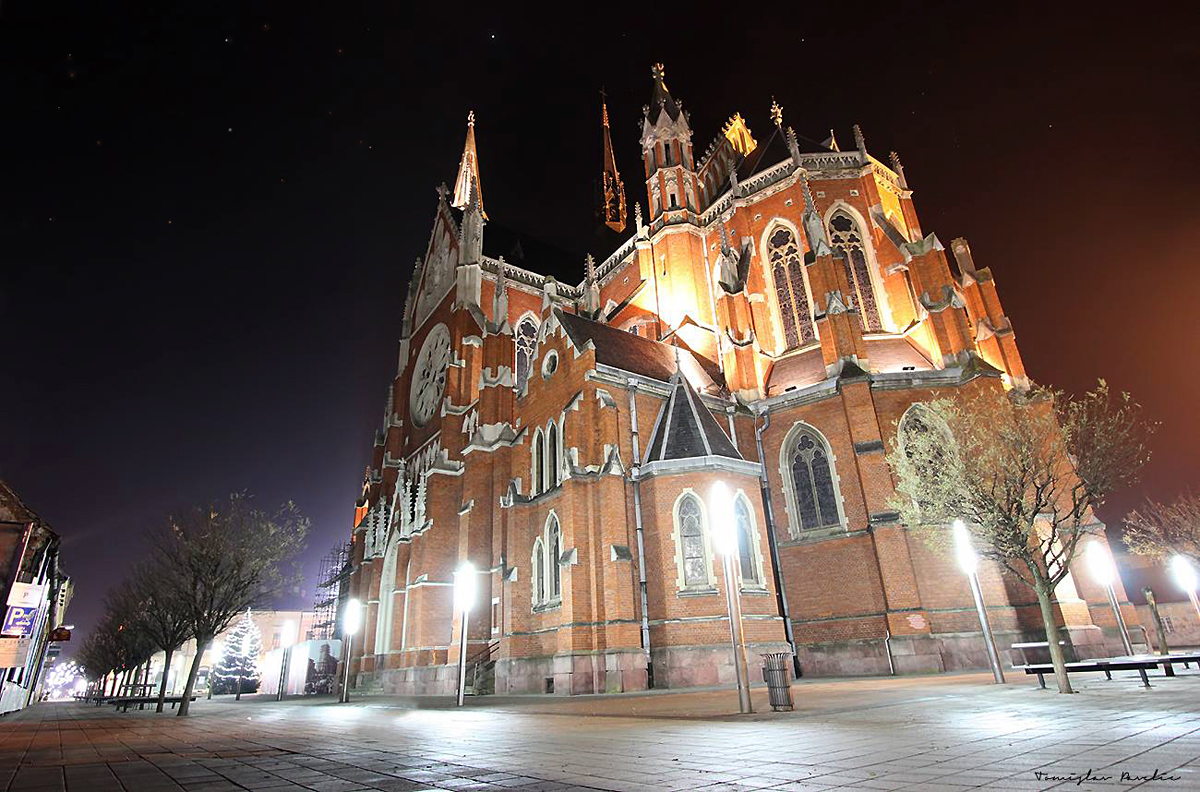 Katedrala po noći  Foto: Tomislav Pavelić  Ključne riječi: katedrala trg centar noc mrak zablja perspektiva