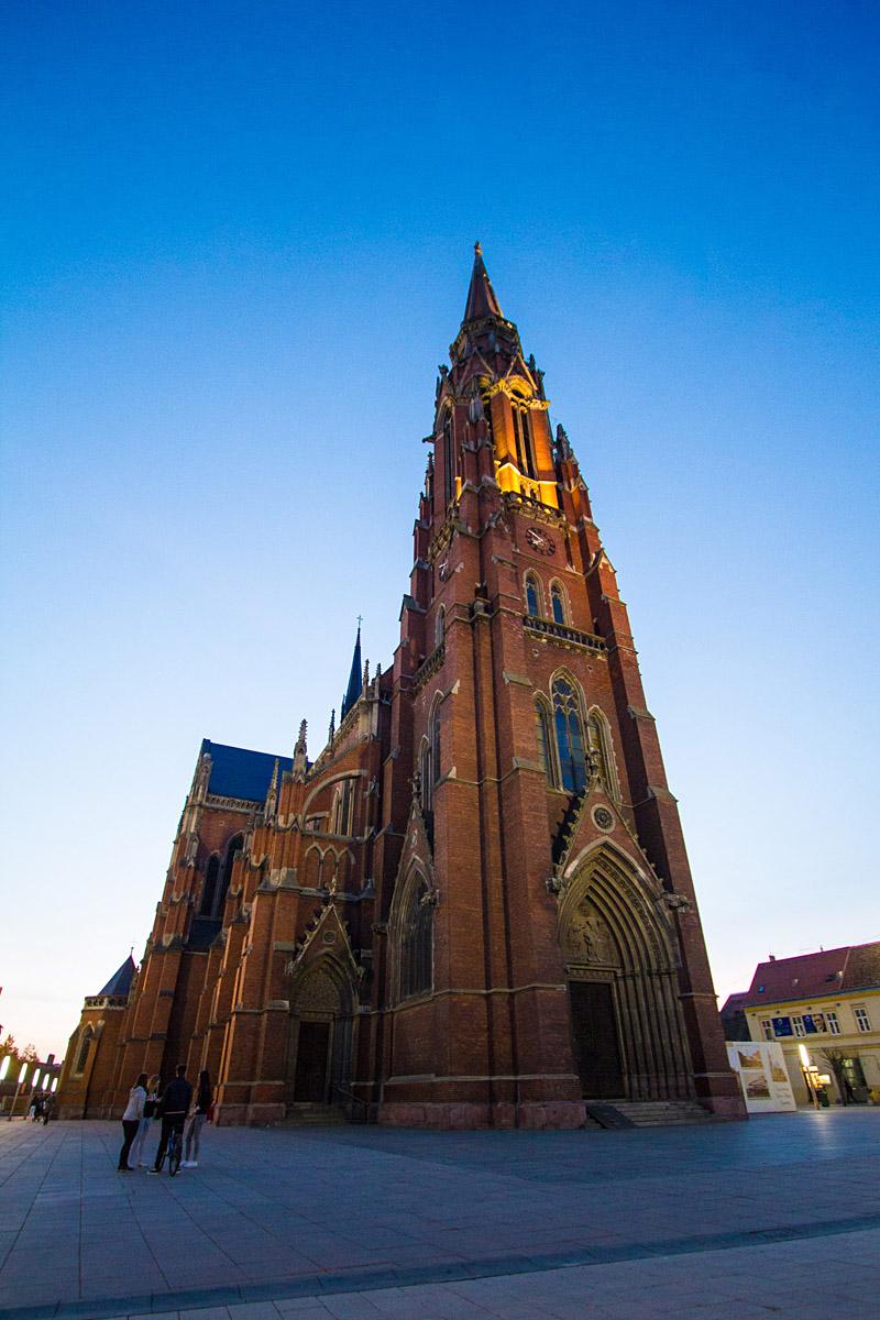Pogled u nebo  Foto: Iva Orešan  Ključne riječi: pogled nebo katedrala