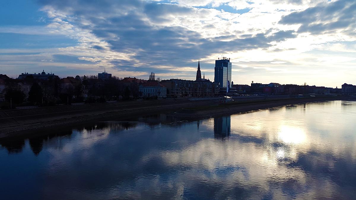 Oblačno  Foto: Dario Božić  Ključne riječi: oblacno drava grad hotel katedrala