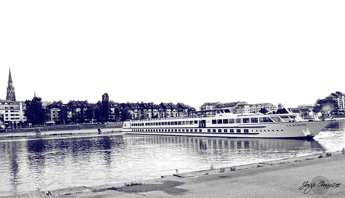 La Boheme  Foto: Josip Ivanušec  Ključne riječi: la boheme brod drava
