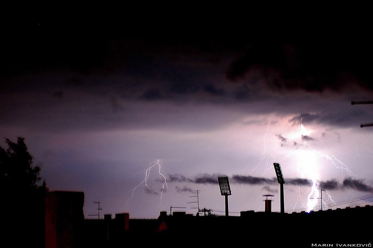 Oluja nad gradom  Foto: Marin Ivanković  Ključne riječi: oluja grad grmljavina grom