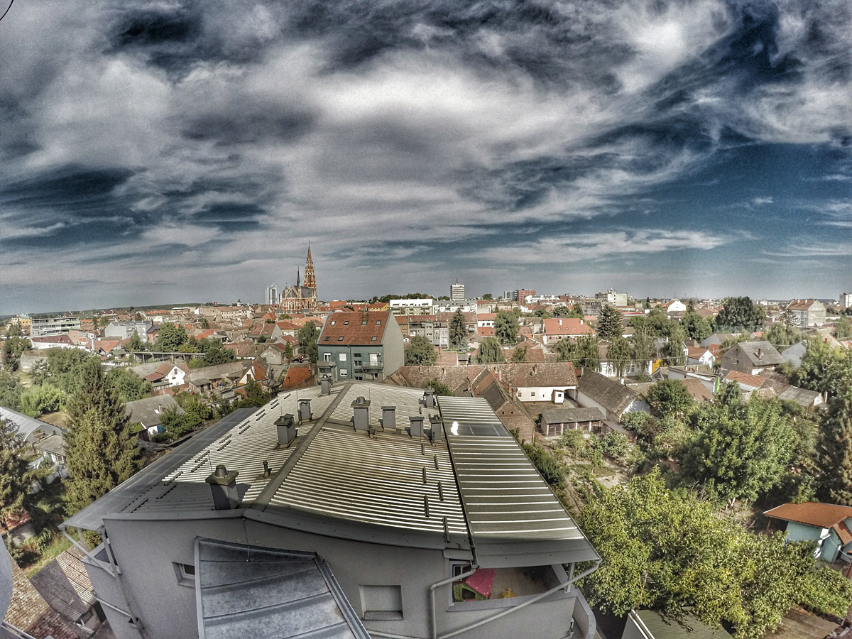 Nebo nad gradom  Foto: Ana Cvitan  Ključne riječi: nebo grad pogled iz retfale retfala katedrala