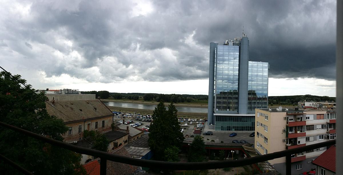 Oblaci nad Baranjom  Foto: Sandra Rašić  Ključne riječi: baranja oblaci hotel