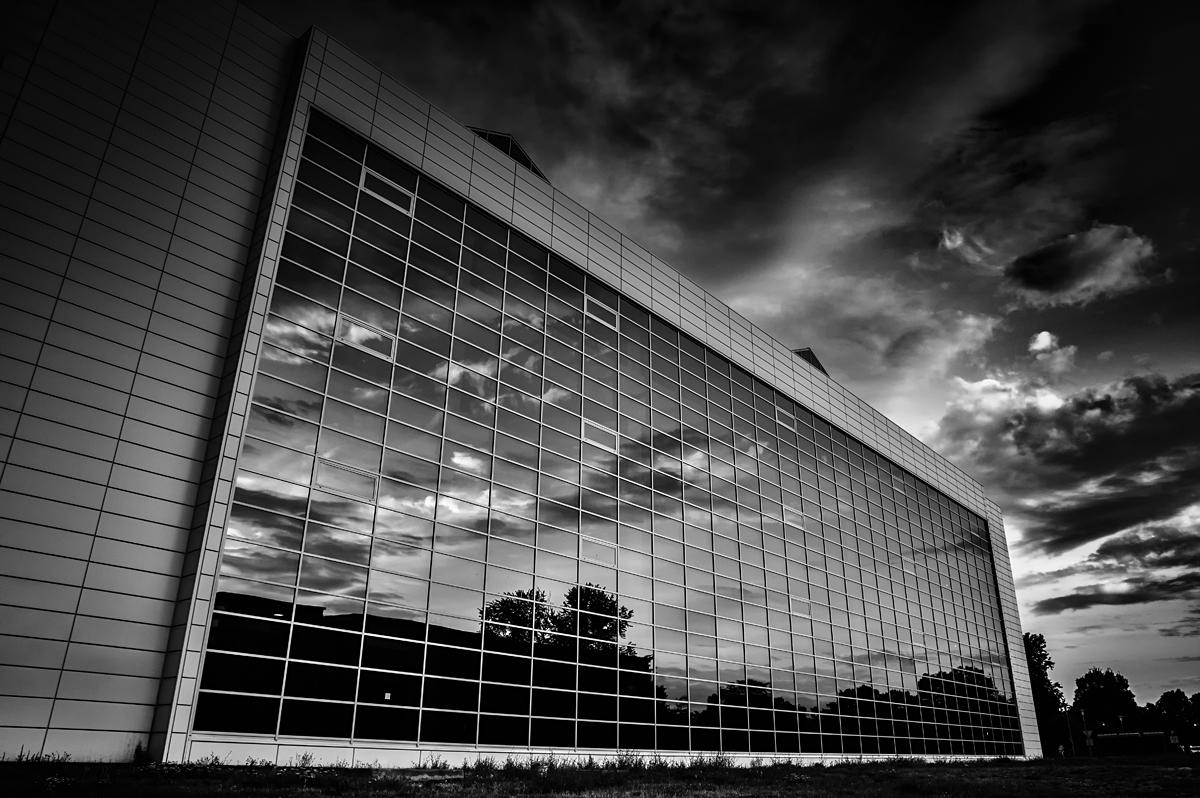 Monolith  Foto: Vedran Lenz  Ključne riječi: fakultet crno bijelo b&w poljoprivredni monolith