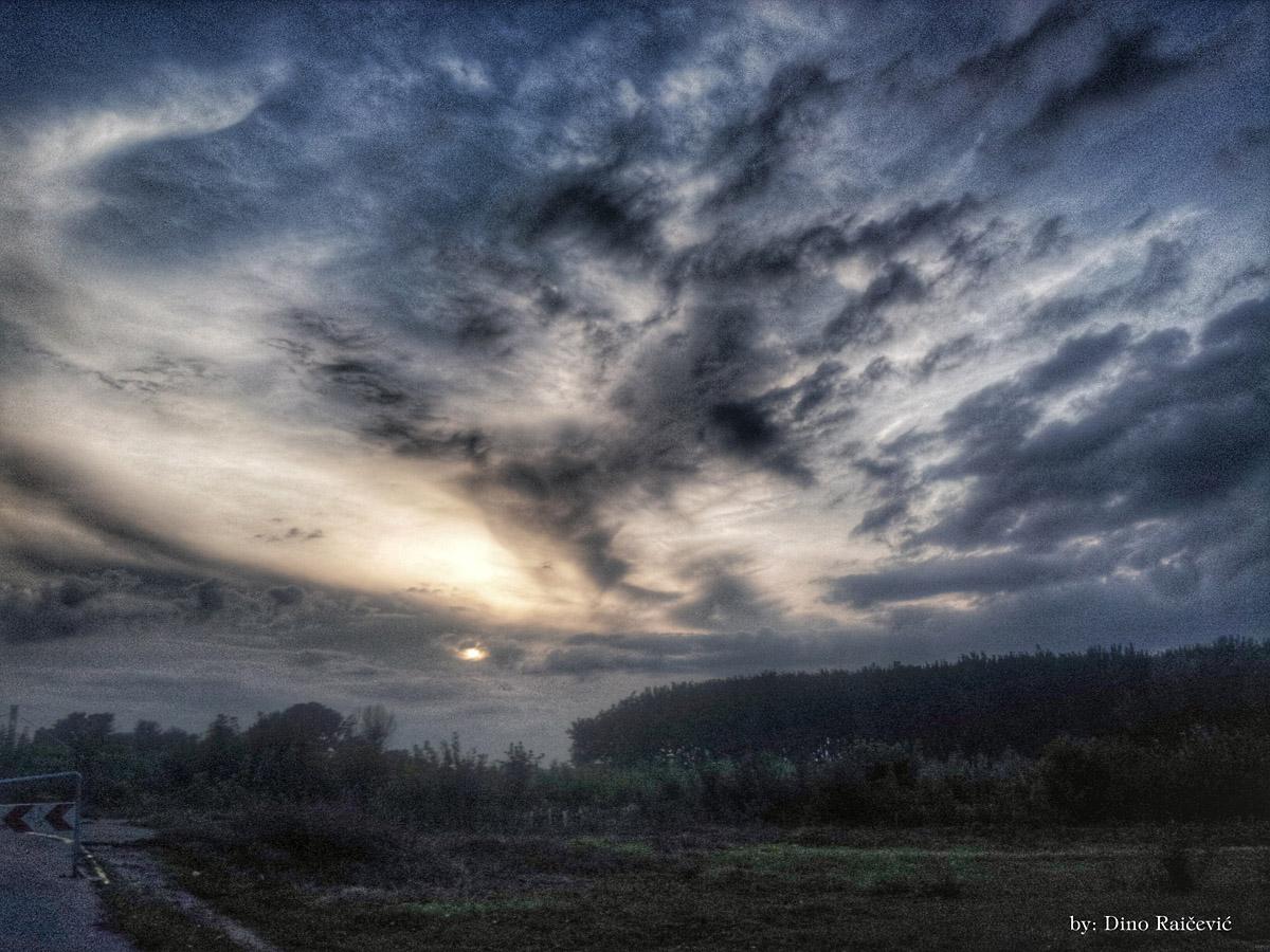 Oblačno  Foto: Dino Raičević  Ključne riječi: oblaci oblacno hdr nebo