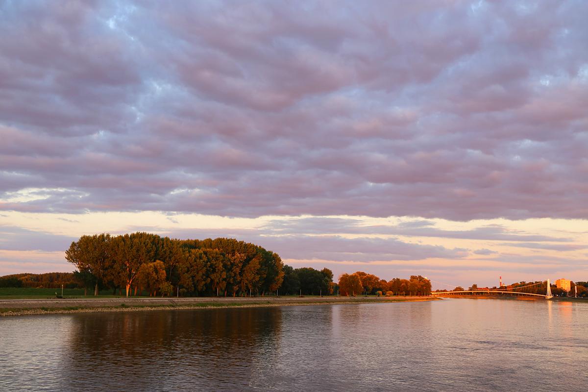 Jesen kuca  Foto: Josip Stević  Ključne riječi: jesen zalazak oblaci drava