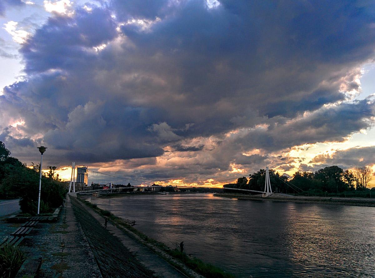 Oblaci nad Dravom  Foto: Goran Luketić  Ključne riječi: oblaci nad dravom nebo hdr
