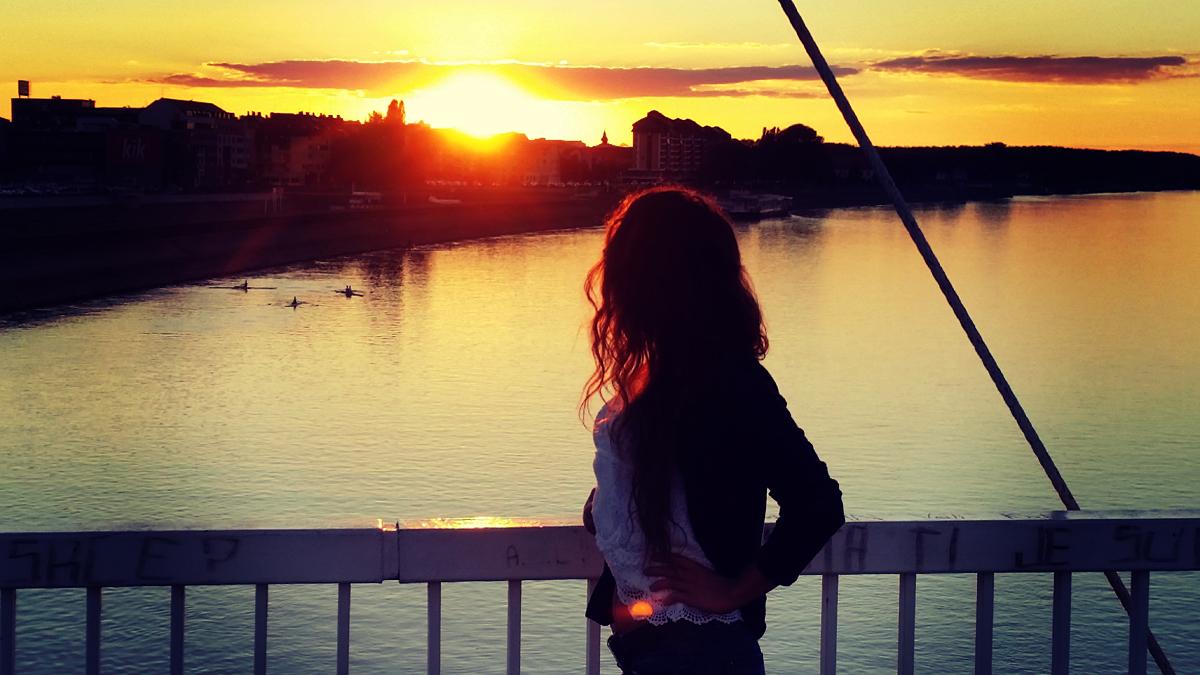 Zalazak sunca  Foto: Ivan Egredžija  Ključne riječi: zalazak drava hdr sunce djevojka silueta