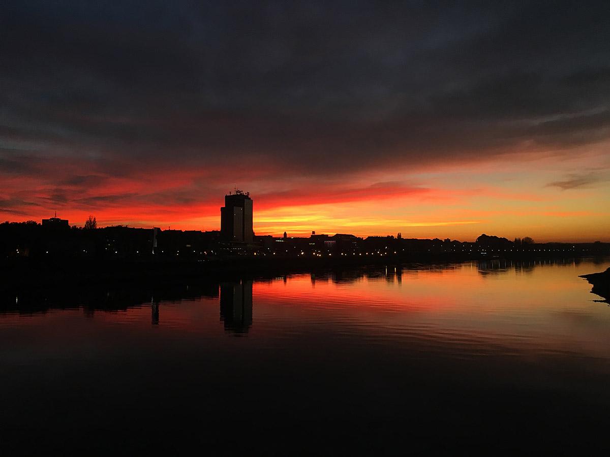 Zalazak na mostu  Foto: Lucija Bede  Ključne riječi: zalazak drava hdr nebo
