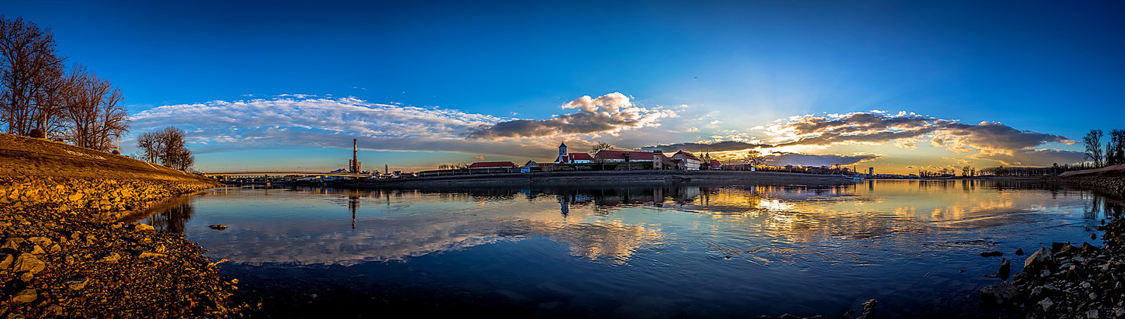 Panorama (3)  Foto: Ivica Benić  Ključne riječi: panorama grada grad drava hotel katedrala promenada sunce