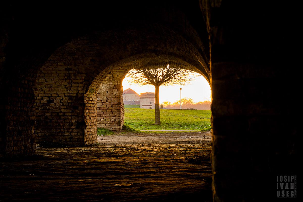 Katakombe #2  Foto: Josip Ivanušec  Ključne riječi: katakombe zalazak sunca sunce